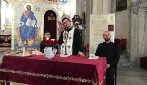 """Cartea """"Cu moartea pe moarte călcând"""" , semnată de diaconul Răzvan Brudiu, prezentată credincioșilor din Mănăștur"""