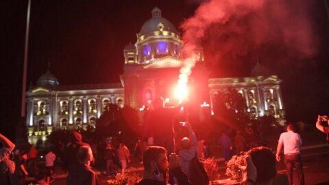 Sârbii au ieşit din nou în stradă. Fără violenţe
