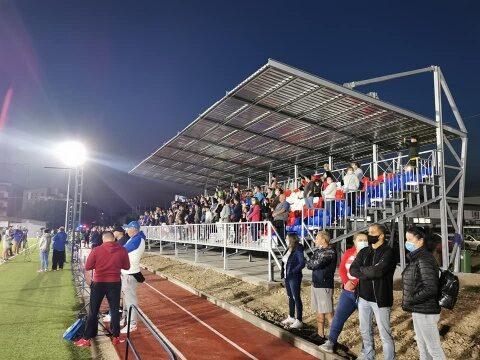S-a lansat nocturna și tribuna la stadionul comunei Florești. CFR Cluj are unde să se antreneze