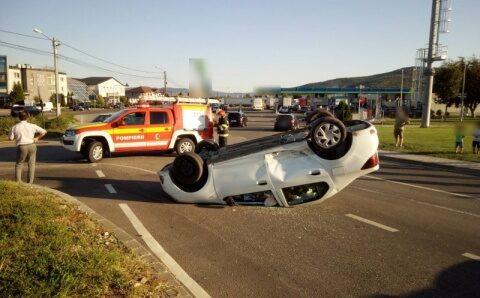Accident cu mașină răsturnată la Dej