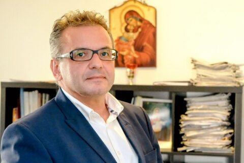 """Scriitorul Mihai Gheorghiu îndeamnă la boicot: """"Cum să votezi pe cei care te-au amenințat cu creșterea numărului morților dacă mergi la Slujba de Înviere?!"""""""