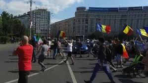 O sută de persoane au protestat în Piața Victoriei împotriva impunerii unor măsuri sanitare excesive și inadecvate vârstei școlarilor