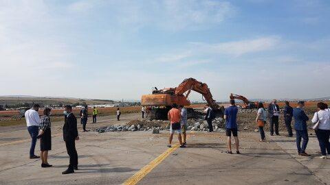 Aeroportul Internațional Avram Iancu Cluj începe lucrările de construcție la noua cale de rulare paralelă cu pista