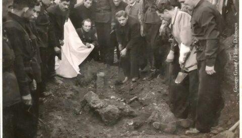 Foto-document inedit. Trupul lui Corneliu Codreanu, deshumat la Jilava (1940)