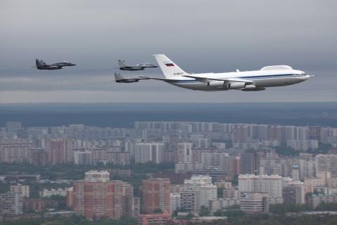Kremlinul deschide anchetă după furtul de echipamente de la bordul avionului militar prevăzut să servească punct de comandă şi refugiu pentru Putin