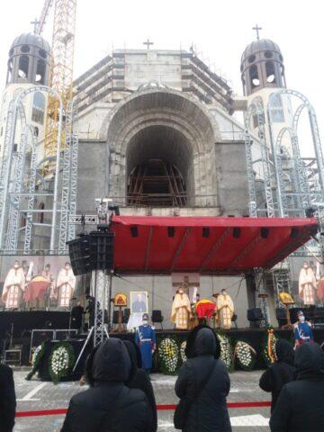 Sute de persoane la înmormântarea episcopului greco-catolic Florentin Crihălmeanu. Mesajul Papei Francisc