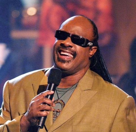 """Cântărețul Stevie Wonder se mută în Ghana. S-a săturat de """"politica corectă"""" din SUA"""