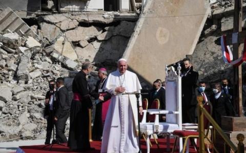Papa Francisc primit ca un erou la Mosul, fosta capitală a Statului Islamic