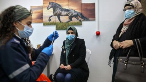 Medici din Tel Aviv, semnal de alarmă. Israelul refuză să-i vaccineze pe palestinieni!?