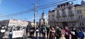 Protest împotriva restricțiilor la Cluj-Napoca în fața prefecturii