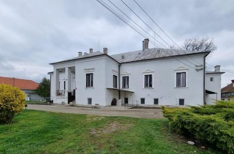 Consiliul Județean Cluj va reabilita conacul care găzduiește Centrul de zi pentru vârstnici din Luna de Jos