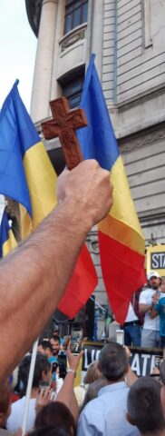 Ridică-te române, cu Steagul și Crucea, cu toată voința ta, împotriva batjocurii și stăpânirii