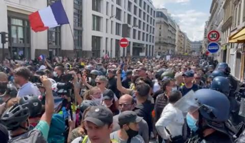 """Sindicatul Naţional al Jurnaliştilor (SNJ) a condamnat duminică """"atacurile la adresa libertăţii"""" presei în Franţa"""