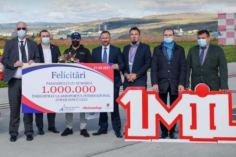 """Aeroportul Internaţional """"Avram Iancu"""" Cluj sărbătorește pasagerul cu numărul 1 milion în anul 2021 pentru a zecea oară în istoria sa"""