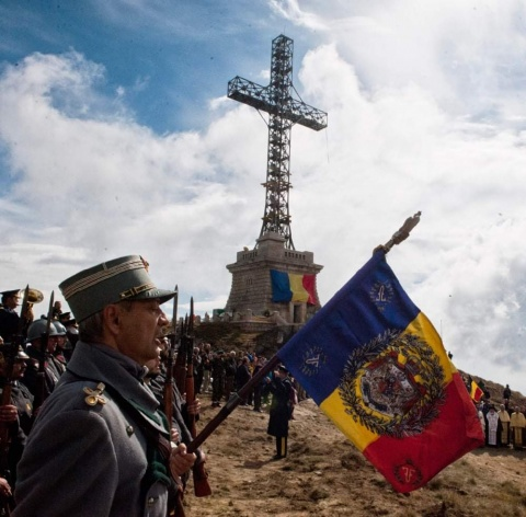 Dacă-i Septembrie, să-ngenunchiem la Crucea de pe Caraiman!