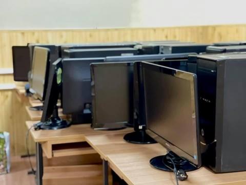 JCI Cluj a dotat mai multe școli cu echipamente IT