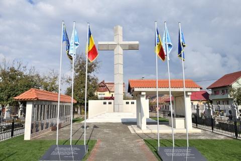 Resfințirea monumentului închinat foștilor deținuți politici din Cimitirul Central Gherla