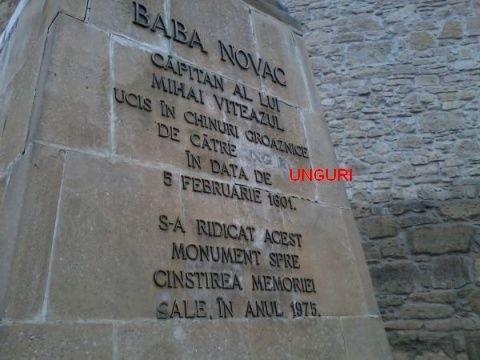 Nişte idioţi care probabil nu cunosc limba română au vandalizat din nou statuia lui Baba Novac