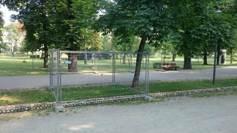 Festivalul Untold are dimensiune multiculturală. Gardurile care înconjoară Parcul Central sunt din Ungaria