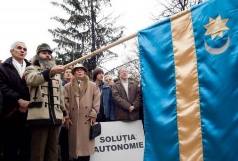 Jandarmeria amendează 84 de secui la Târgu Mureș. Revolta UDMR împotriva confisării steagului autonomiei Transilvaniei de către poliția clujeană