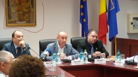 Ateii acționează la Consiliul Județean Cluj. Icoana ortodoxă a lui Seplecan a fost dată jos din sala de ședințe