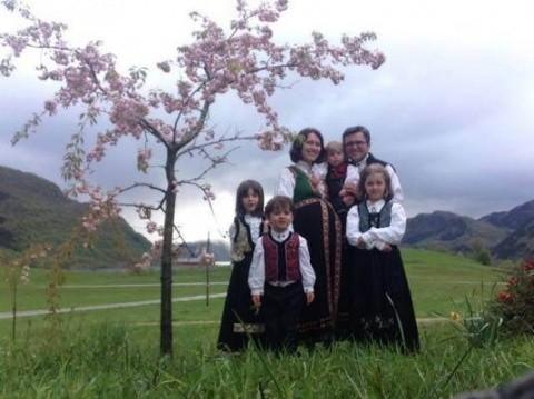 Klaus Iohannis, îndemnat de o timişoreancă să-i adopte pe copiii familiei Bodnariu