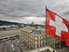 """Elveția refuză categoric izolarea populației. Economia merge înainte. """"Izolarea e spectacol politic"""""""