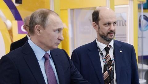 """Putin numește un """"țar al Internetului"""", care vrea să taxeze suplimentar Google, Apple si Microsoft, controlate de CIA: Noi crestem vaca, iar ei o mulg!"""