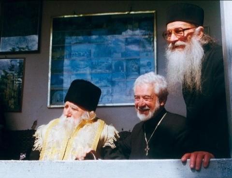 Părinţii Paisie Olaru, Ilie Cleopa şi Dionisie cel orb de la Colciu vor fi propuşi spre canonizare