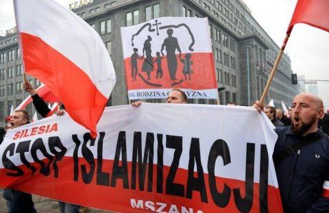 """Polonia cere dur socoteală lui Merkel pentru atentatele islamiste din Germania: """"Acceptarea unui important val de imigranți provoacă probleme"""""""