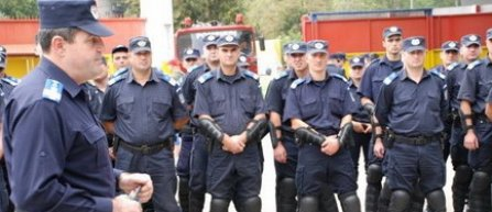 Jandarm din Cluj-Napoca, filmat în timp ce lovea cu piciorul şi înjura