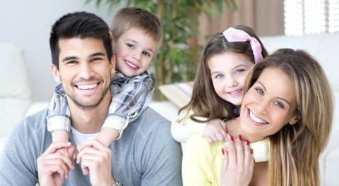 Primă de la stat pentru tinerii căsătoriți. Bani mai mulți pentru familiile cu trei copii. Proiect de lege