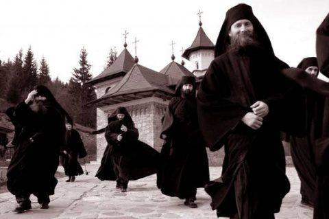 Preot ortodox susține că Iohannis face jocurile Germaniei și Cioloș pe ale Frantei. Vezi reacția BOR