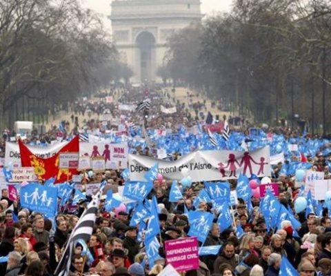 Zeci de mii de francezi au protestat împotriva căsătoriilor gay la Paris