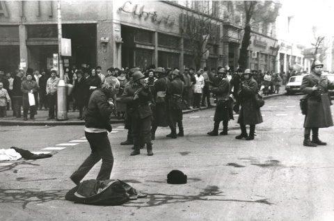 Carte despre Revoluția din 1989, prezentat de jurnalistul canadiano-maghiar Arpad Szoczi la Cluj-Napoca. Era să fie război între Ungaria și România!