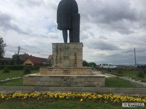 Monumentul lui Lucian Blaga din Lancrăm, vandalizat. Autoritățile locale impasibile