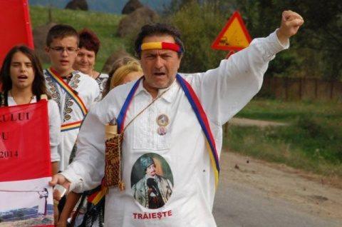 """Poetul Laurian Stănchescu reface """"Marșul lui Avram Iancu"""" la Țebea: """"Avram Iancu este rugul suferinței Eroului Națiunii Române"""""""