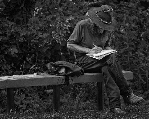 Poemul Zilei: Lăsați poetul în cetate!