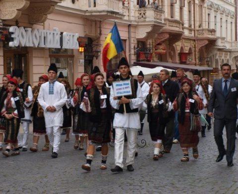 Ucraina persecută românii din Bucovina de nord. Lege împotriva românilor care votează în România