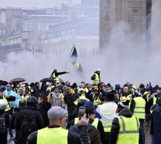 Proteste violente. 129 de persoane arestate la Paris