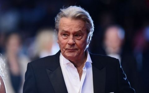 """Feministele împotriva lui Alain Delon la Cannes: """"a admis public că a pălmuit femei"""""""