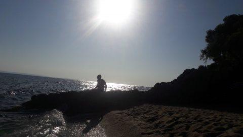 Poemul Zilei: El și marea