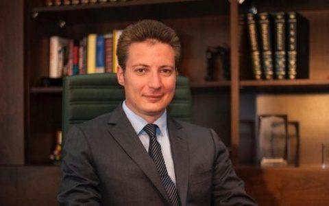 Propagandistul Andrei Caramitru dat în judecată de o jurnalistă