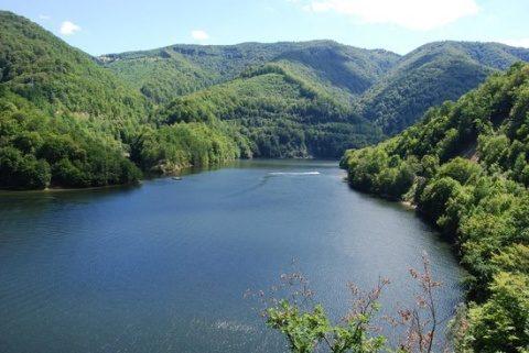 Interzicerea bărcilor cu motor şi a skijet-urilor pe lacurile Tarniţa şi Beliş-Fântânele