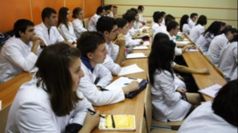 Absolvenţii Universităţii de Medicină şi Farmacie din Cluj au realizat cel mai mare punctaj la examenul de rezidenţiat