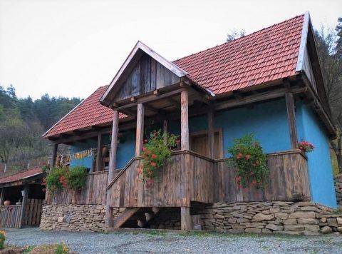 IPS Andrei a sfințit o casă tradițională românească din Parohia Someșu Rece