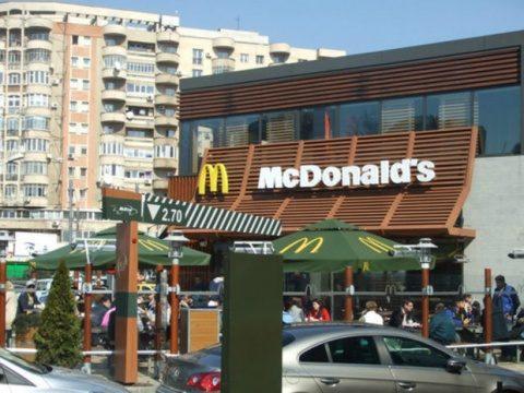 McDonald's România aduce muncitori din Sri Lanka. Românii preferă salarii mici în Diaspora
