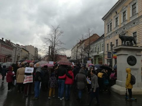200 de clujeni au ieșit în stradă pentru a manifesta împotriva legii obligativității vaccinării