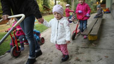 Părinții italieni se revoltă: Ei cer să fie lăsați copiii afară la aer: De ce animalele Da și copiii Nu?
