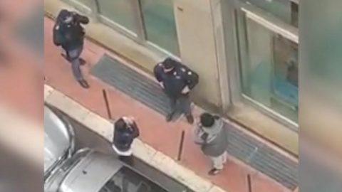 Tot mai mulți italieni ies pe străzi disperați în căutare de mâncare. Se plâng că le este foame